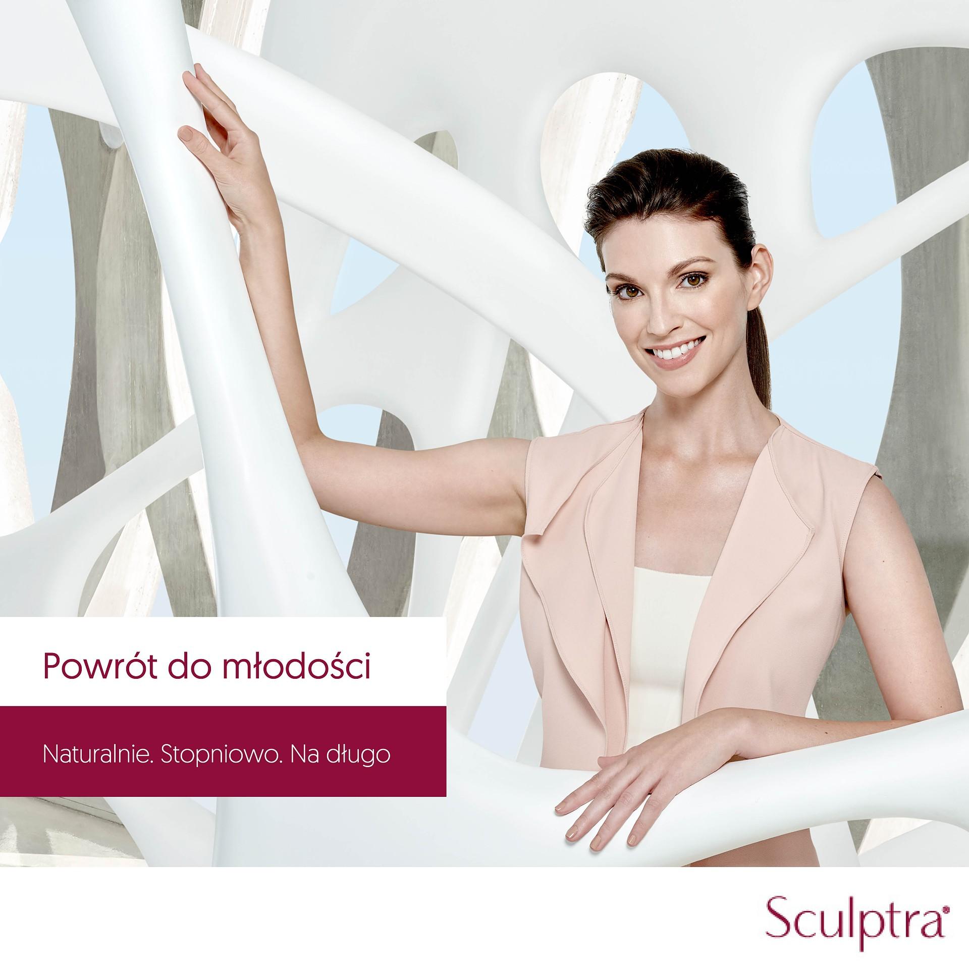 Modelka prezentująca preparat odmładzający skórę